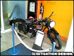 博物館入口に置いてあるバイク